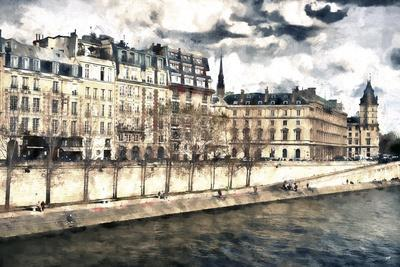 Stroll to the waterfront in Paris