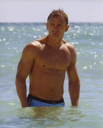 Daniel Craig Posed in Beach