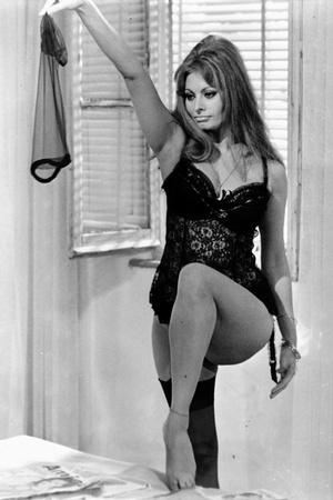 Sophia Loren Stripped Her Stocking