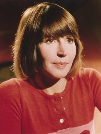 Helen Reddy in Red Knitted Blouse