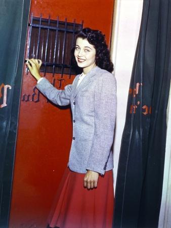 Gail Russell in Fur Long Sleeves Portrait