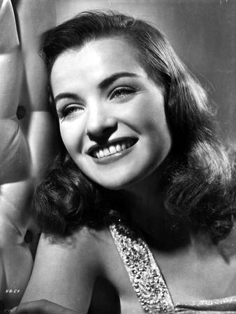 Ella Raines Looking Away smiling in Classic