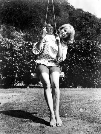 Eva Saint Swinging in Classic