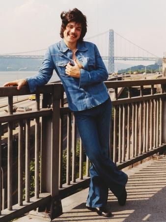 Freddie Prinze in Long Sleeves Jeans Portrait
