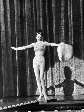 Natalie Wood Spreading Her Hand