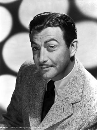 Robert Taylor Posed in Suit and Tie