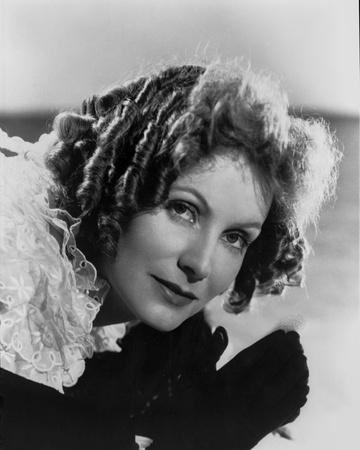 Greta Garbo Leaning Pose