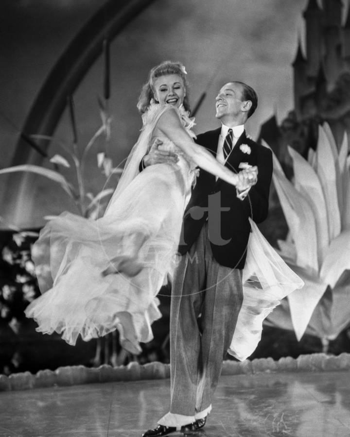 Fred Astaire And Ginger Rogers Dancing In Formal Attire Photo Movie Star News Allposters Com