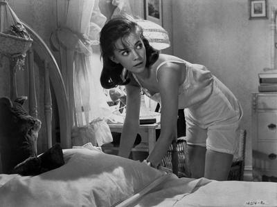 Natalie Wood Hiding something Under the Pillow