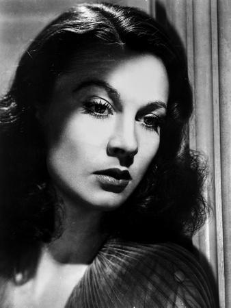 Vivien Leigh Posed in an Expressionless Face
