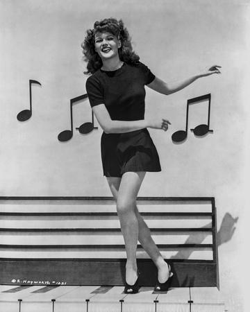 Rita Hayworth in Musical Notes Background
