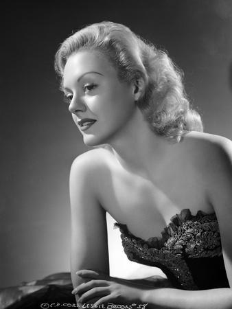 Leslie Brooks posed on Side View in Classic