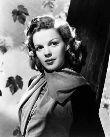 Judy Garland leaves in background portrait