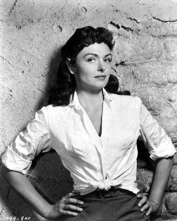 Donna Reed Leaning with Hands on Waist