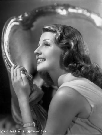 Rita Hayworth posed in Black and White