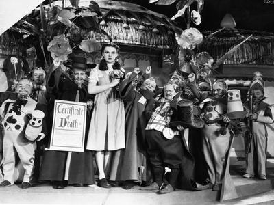 Wizard Of Oz Cast Posed in Group Picture