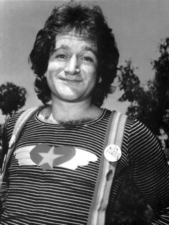 Robin Williams Posed in Jumper Outfit