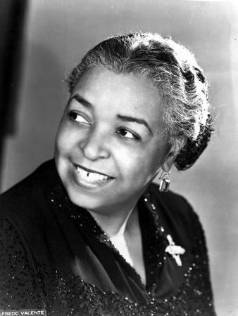 Ethel Waters Looking Away in Classic