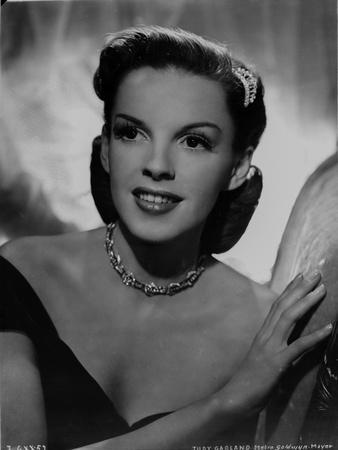 Judy Garland posed with a necklace