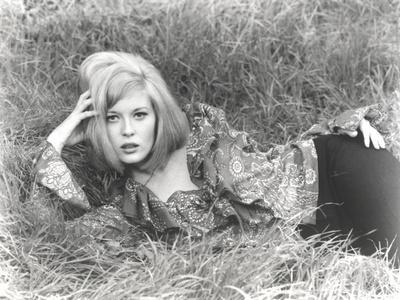 Faye Dunaway Lying in Classic
