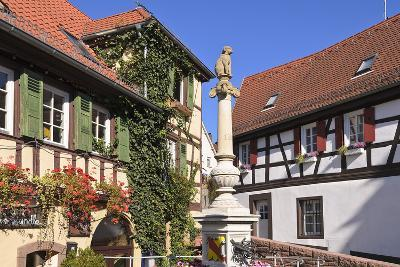 Germany, Baden-WŸrttemberg, Kraichgau (Region), Bretten (Village), Hundles Fountain