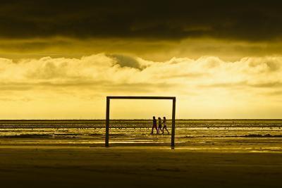 Germany, Schleswig-Holstein, Amrum, Sandy Beach, Sandbank, Kniepsand, Stroller, Evening Mood