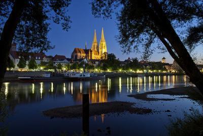 Germany, Bavaria, Regensburg, Danube Shore, Dusk, Cathedral