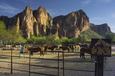 Riding Stable, Horse Ranch, the Bulldogs, Goldfield Mountains, Lower Salt River, Arizona, Usa