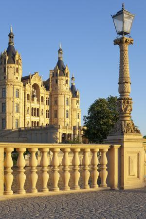 Germany, Western Pomerania, Schwerin Palace, Evening Sun