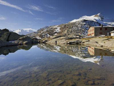 Switzerland, GraubŸnden (Canton), Fuorcla Surlej, Piz Corvatsch, Hut, Lake