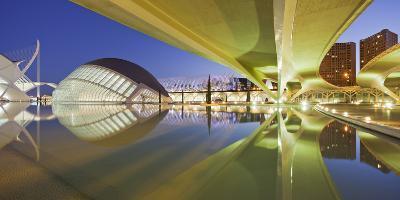 Spain, Valencia, Ciudad De Las Artes Y De Las Ciencias, L'Hemisfric, Bridge, Water