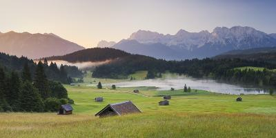 Germany, Bavaria, Lake Geroldsee, Northern Karwendel Range, Huts