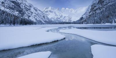 Italy, South Tyrol, Alto Adige, Lake DŸrrsee, Monte Cristallo, Snow