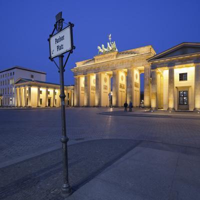 Germany, Berlin, Pariser Platz (Square), the Brandenburg Gate, Night