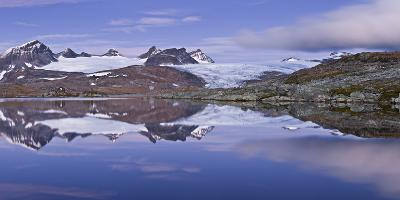 Norwegen, Jotunheimen Nationalpark, Sognefjell, Sm-Rstabtindane, Bergsee