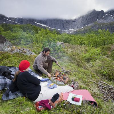 Norway, Nordland, Lofoten, Flakstadoya, Couple, Fire, Dog