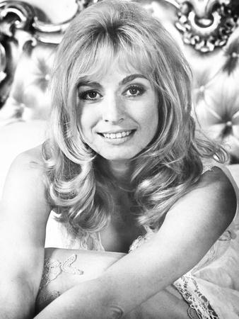 30 Is a Dangerous Age, Cynthia, Suzy Kendall, 1968
