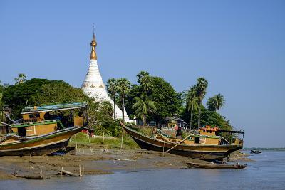 Banks of the River Salouen (Thanlwin), Mawlamyine (Moulmein), Myanmar (Burma), Asia