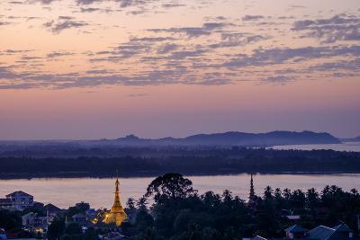 River Salouen (Thanlwin) from View Point, Mawlamyine (Moulmein), Myanmar (Burma), Asia