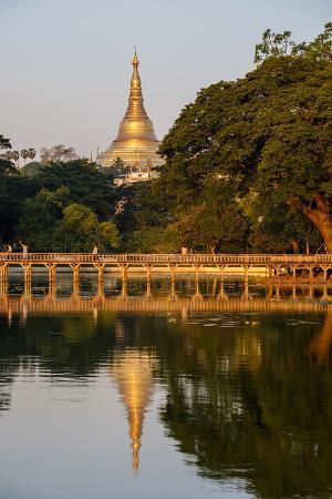 Shwedagon, Kan Daw Gyi Lake and Park, Old City, Yangon (Rangoon), Myanmar (Burma), Asia