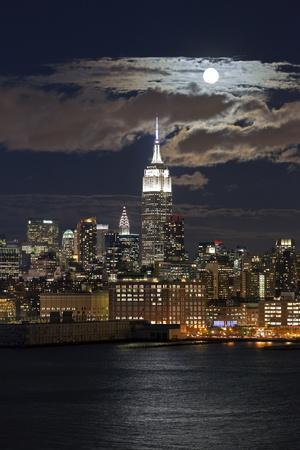 Manhattan, Moonrise over the Empire State Building