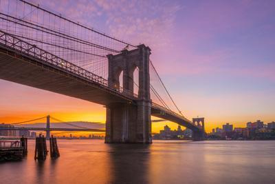 Usa, New York, Manhattan, Brooklyn Bridge and Manhattan Bridge across the East River at Sunrise
