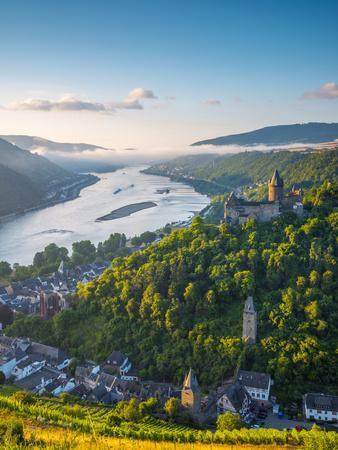 Germany, Rhineland Palatinate, Bacharach and Burg Stahleck (Stahleck Castle), River Rhine