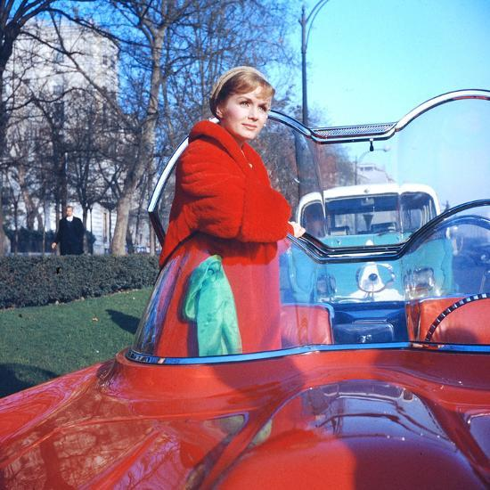 Debbie Reynolds In A Lincoln Futura Car In A Scene Of It Started