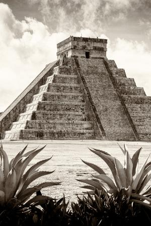¡Viva Mexico! B&W Collection - Pyramid of Chichen Itza VIII
