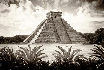 ¡Viva Mexico! B&W Collection - Pyramid of Chichen Itza VI
