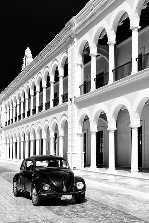 ?Viva Mexico! B&W Collection - Black VW Beetle Car in Campeche VI