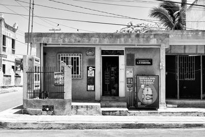 """¡Viva Mexico! B&W Collection - """"La Esquina"""" Supermarket - Cancun"""