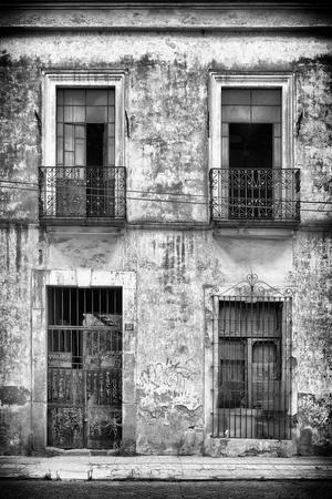 ¡Viva Mexico! B&W Collection - Old Facade