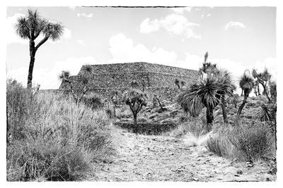 ¡Viva Mexico! B&W Collection - Pyramid of Cantona